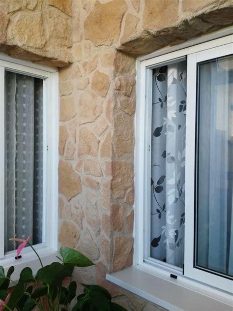 Embellecimiento con paneles decorativos imitación piedra ...