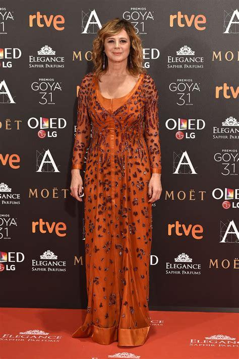 Emma Suárez en la alfombra roja de los Premios Goya 2017 ...