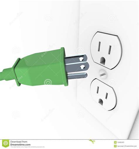 Enchufe Eléctrico Verde En El Enchufe De Pared Stock de ...