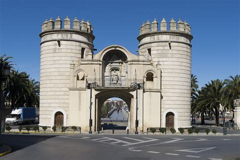 File:Spain Badajoz Puerta de Palmas Badajoz P1250248 ...