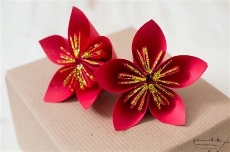 Flor de Navidad con papel   Manualidades Infantiles