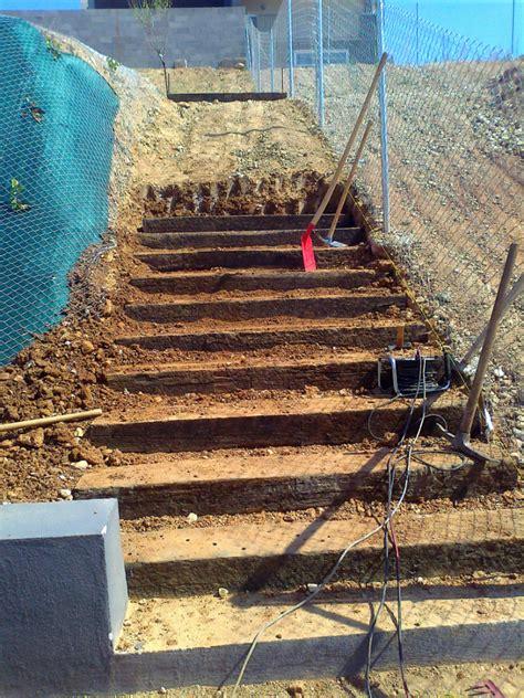 Foto: Escalera de Traviesas de Tren de Albanatura S.L ...
