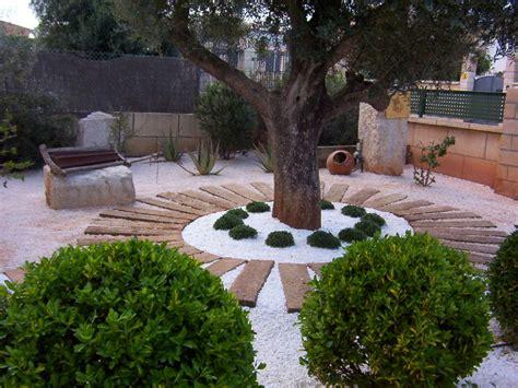 Foto: Jardín con Gravilla y Traviesas de Jardineria Galvez ...
