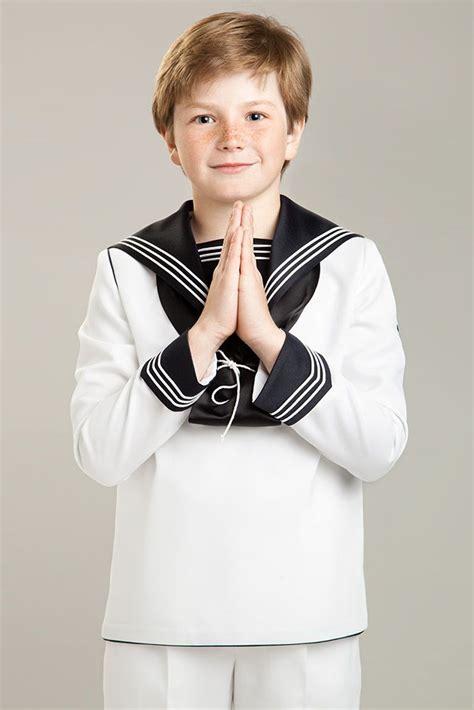 Fotografía de un niño con traje de primera comunión de ...