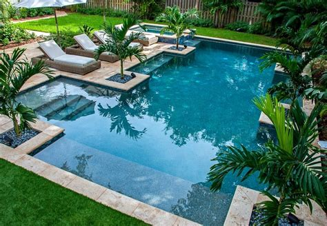 Fotos de piscinas y muebles de jardín muy atractivos