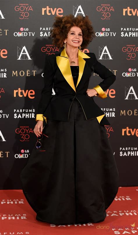 Goya 2016: Victoria Abril, la locura de la red carpet