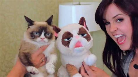 Grumpy Cat Meets Grumpy Cat Puppet!   YouTube