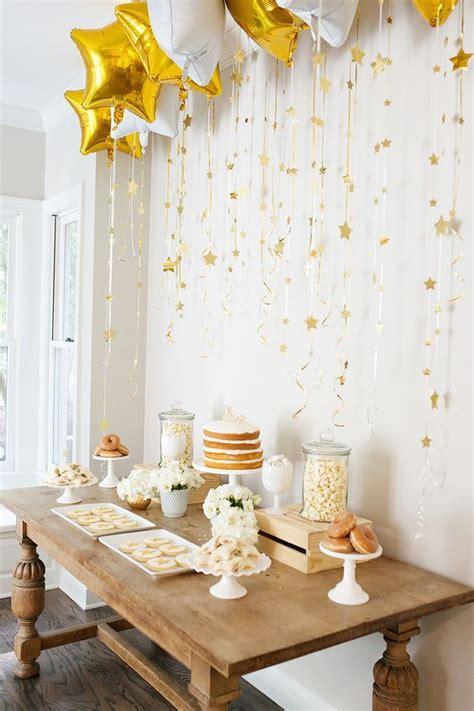Ideas y arreglos de mesa para bautizo con globos y flores ...
