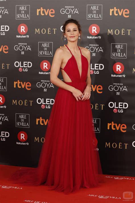 Irene Escolar posa en la alfombra roja de los Premios Goya ...