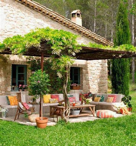 Jardines y terrazas con mucho color | Decoraciones de ...