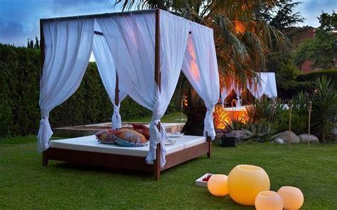 La cama balinesa para el exterior | La cama, Camas y Piscinas