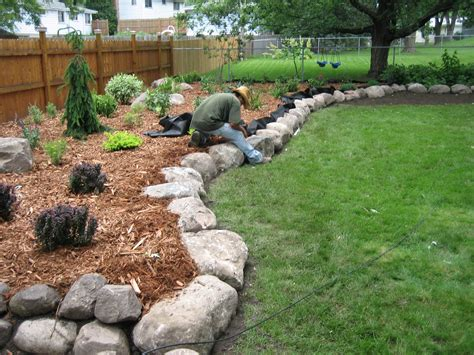 Landscaping Rocks and Stones, How to Use Landscaping Rocks ...