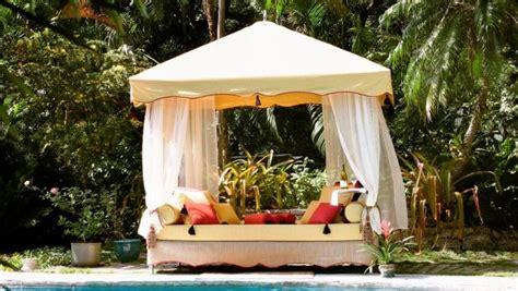 Las camas balinesas, tendencia para exteriores