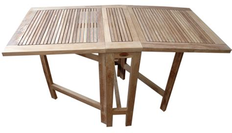 Liquidación en mesas plegables de madera teka