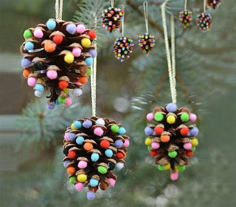Manualidades de navidad Esferas de piñas de pino ...