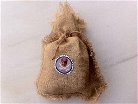 Manualidades para niños: Dulcero con tela de saco