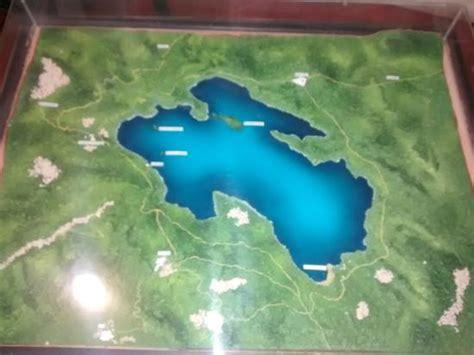 Maqueta del lago y alrededores expuesta en el hotel ...