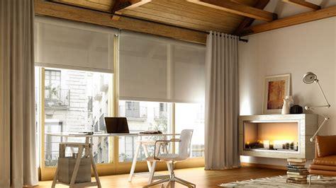 ¿Mejor cortinas o estores para el salón?