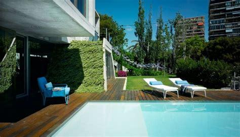 Modelos de diseños paisajistas con piscina   75 ideas