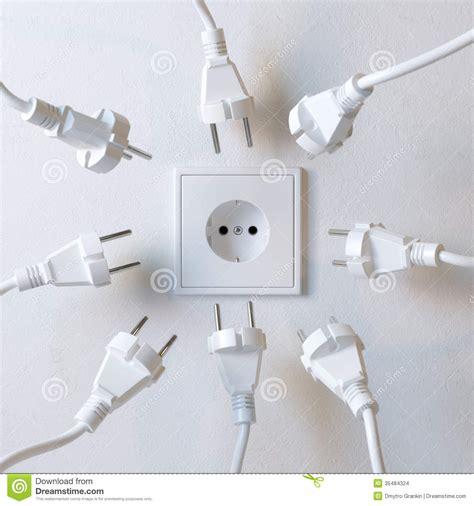 Muchos Enchufes Eléctricos Están Luchando Para El Poder De ...