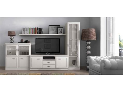 Mueble de salón blanco con vitrina