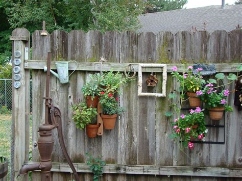 Old And Rustic Backyard Garden Fence Decoration With ...