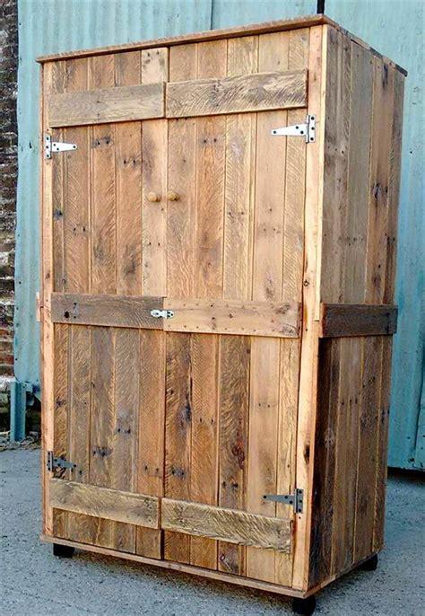 Pallet Wardrobe   Closet made from Pallets | 99 Pallets