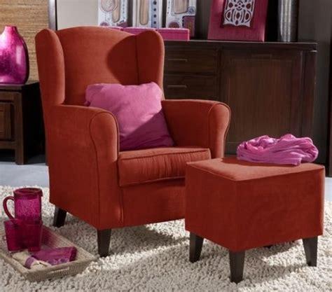 Pequeña butaca para el salón con mucho estilo y color
