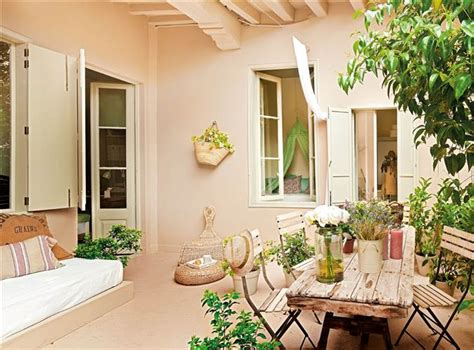 piso con patio de estilo femenino