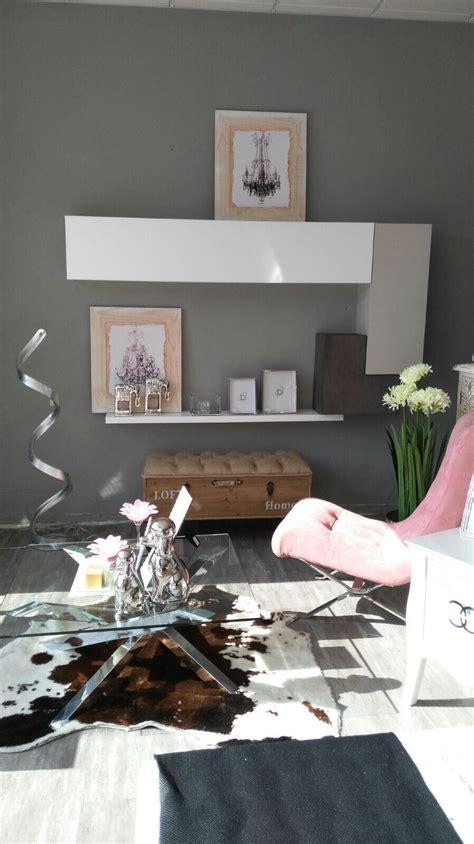 Salones modernos en tiendas de muebles de toda España