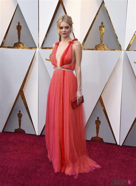 Samara Weaving en la alfombra roja de los Premios Oscar ...
