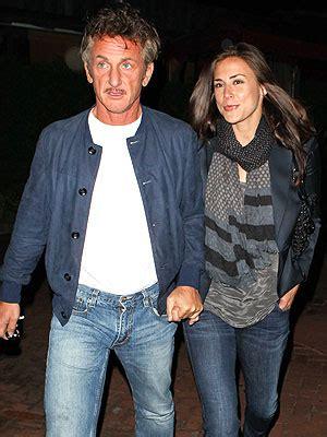 Sean Penn Takes His Girlfriend out for Burgers   Santa ...