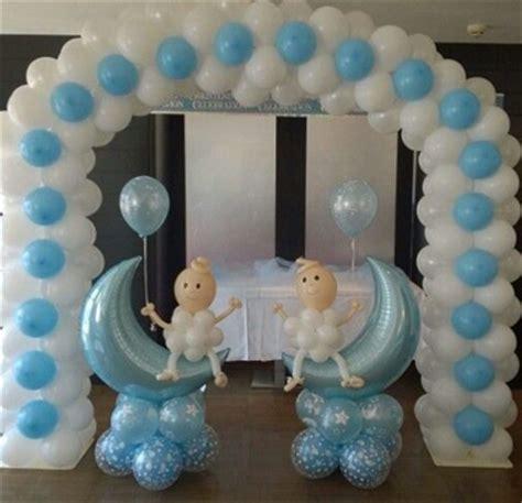 Sencilla decoracion de globos para bautizo de niño ...