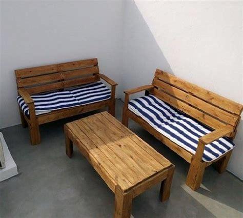 sillones de terraza y mesa con palet | Todo con palets