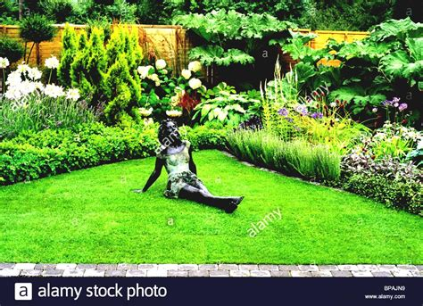 Simple Garden Designs For Front Of House In Kerala Design ...
