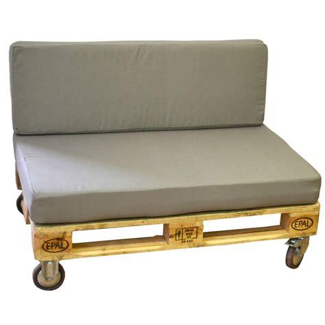 Sofa palet gris de madera con ruedas y cojín para exterior ...