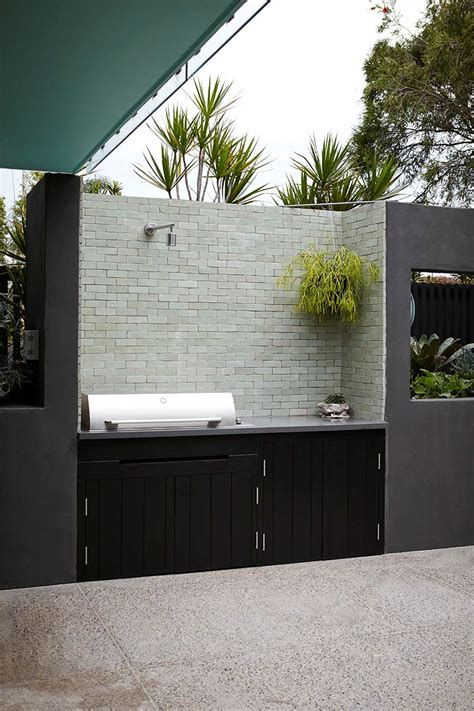 Terraza de diseño moderno en gris, blanco y negro