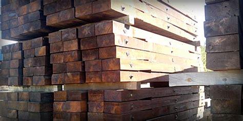 Traviesas de madera de tren para jardines y cercados