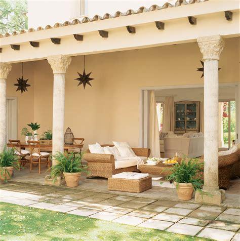 Tres porches para una casa