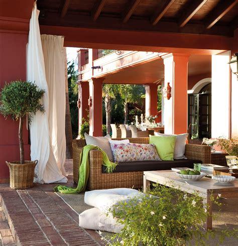 Un porche con el embrujo de la Alhambra