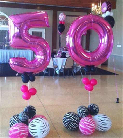 Una decoracion de globos para 50 años original | Centros ...