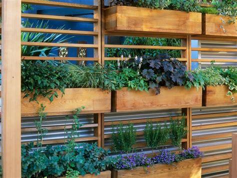 Veintidos ideas de jardines verticales y macetas colgantes