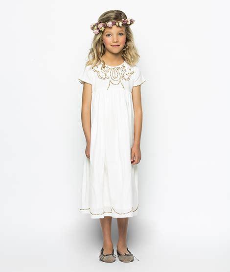 Vestir a niños y niñas invitados a Comuniones y Bautizos