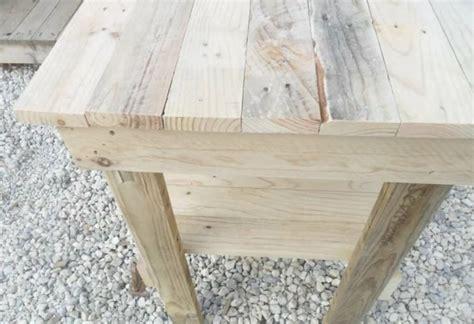 Vídeo: Cómo hacer una mesa auxiliar con palets | Bricolaje