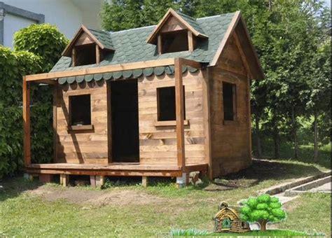 Vídeo: Proceso de construcción de una casita en el jardín ...